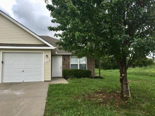 211 Golfview Drive Photo 1