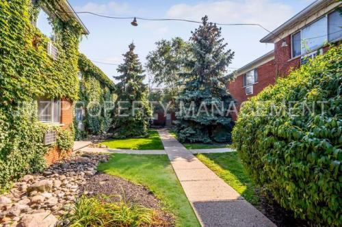 629 W Maple Road Photo 1