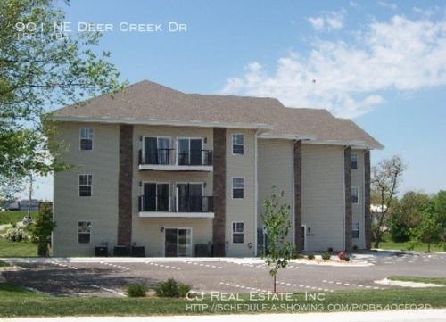 901 NE Deer Creek Drive Photo 1