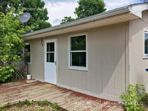 209 E Wood Avenue Photo 1