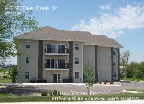 917 NE Deer Creek Drive Photo 1