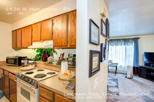 2836 W Maplewood #5 Photo 1