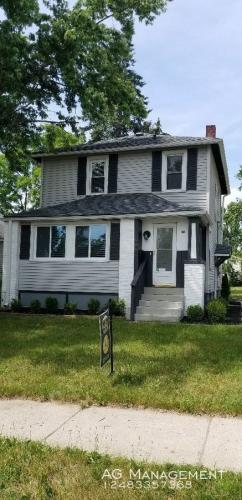 1068 Lakeview Photo 1
