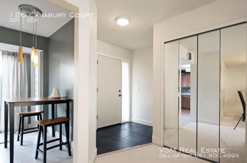 126 Canabury Court Photo 1