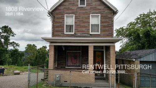 1808 Riverview St Photo 1