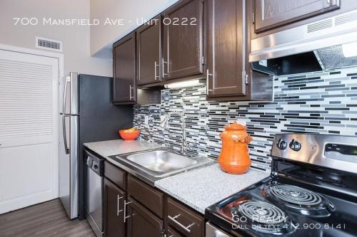 700 Mansfield Avenue Photo 1