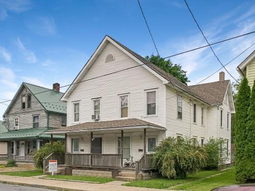 208 Staver Street Photo 1