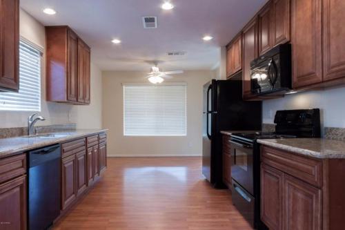 4045 W Desert Cove Avenue Photo 1