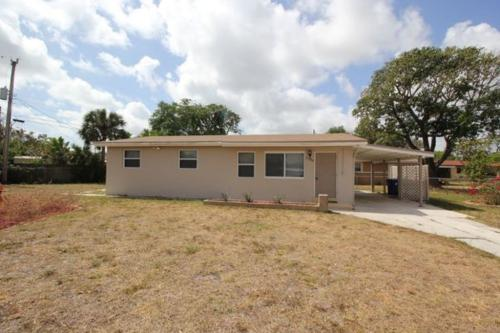 3780 SW 16th Place Photo 1