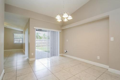 20776 SW 85th Place Photo 1