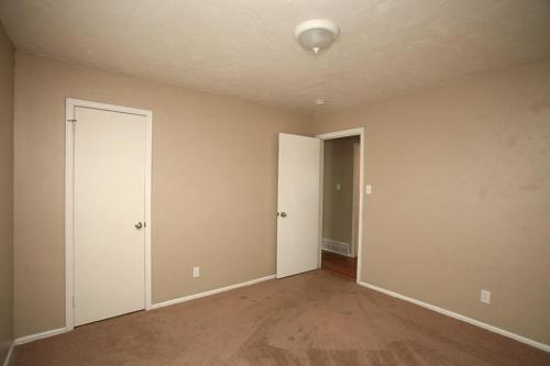 141 Esther Drive Photo 1