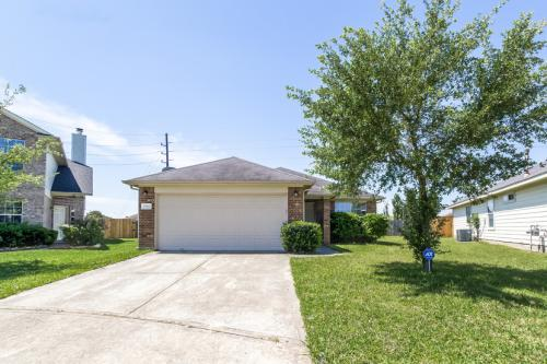 15911 Imperial Forest Lane Photo 1