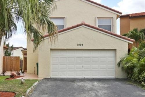1095 SW 135th Place Photo 1