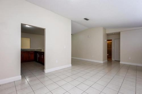 1435 SW 137th Place Photo 1