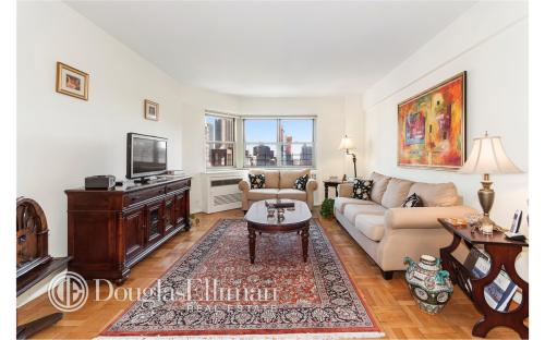 35 Park Ave Apt 17F Photo 1