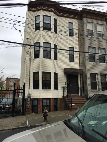 677 Eagle Ave 3 Photo 1