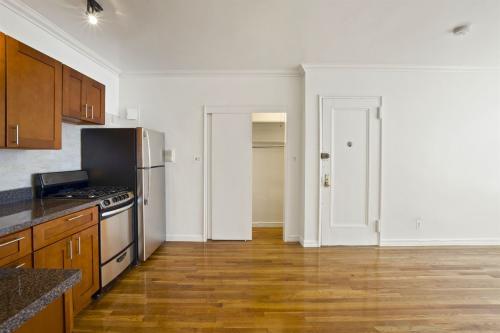 447 Hudson Street #3R Photo 1
