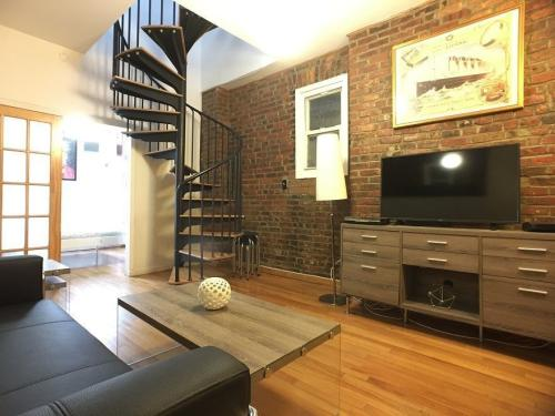 240 Mulberry Street Photo 1