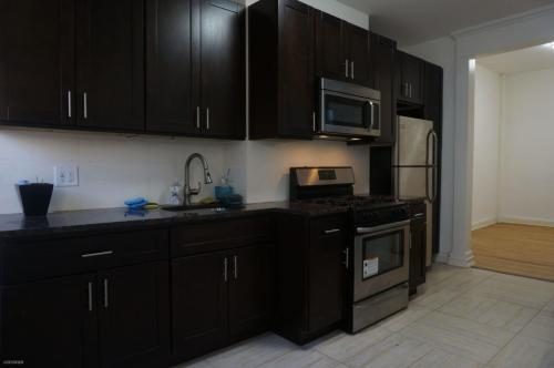 209 Withers Street #2R Photo 1