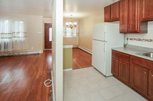 594 E 87 Street Photo 1
