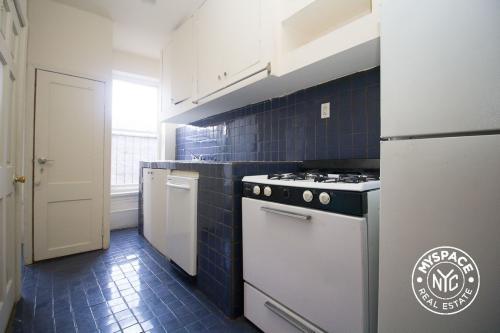575 St Johns Place #1R Photo 1
