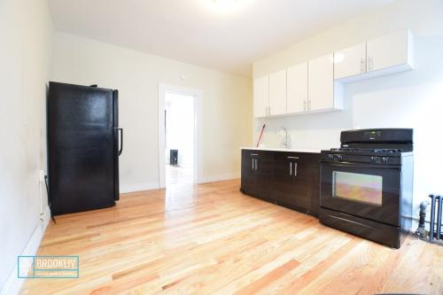 1226 Lincoln Place Photo 1