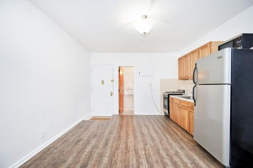 406 W 47th Street Photo 1