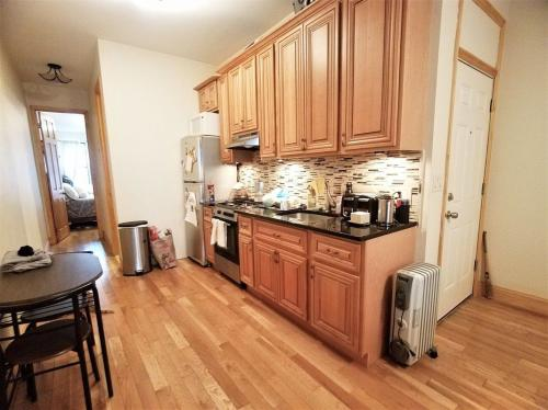550 Bainbridge Street #1R Photo 1