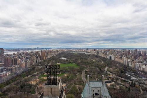 157 W 57th Street Photo 1