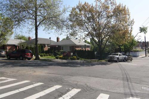 653 Clintonville Street Photo 1