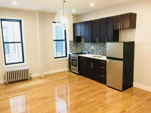 320 Empire Boulevard #2E Photo 1