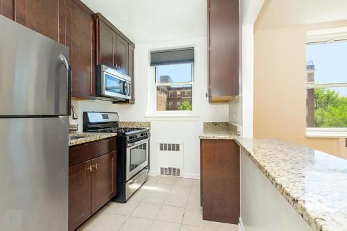 5535 Netherland Avenue #5B Photo 1