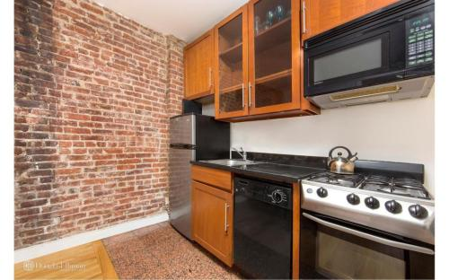 435 W 54th Street Photo 1