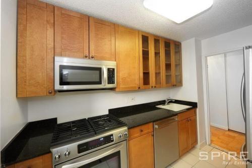 550 W 43rd Street #6 Photo 1