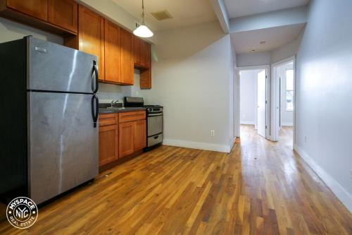 1012 Willoughby Avenue #2R Photo 1