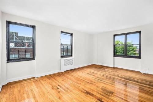 2728 Henry Hudson Parkway E Photo 1