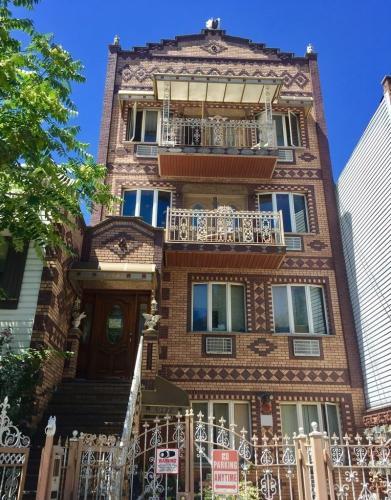 527 Leonard Street Photo 1