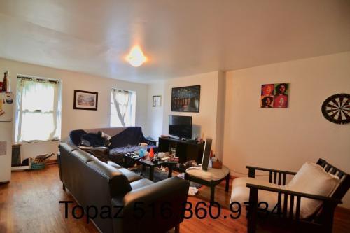 123 Waverly Avenue Photo 1