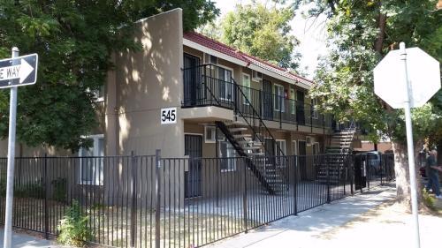 545 E Oak Street #LIST Photo 1