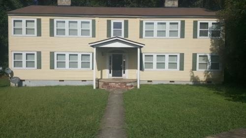 595 Colonial Circle SE #2 Photo 1