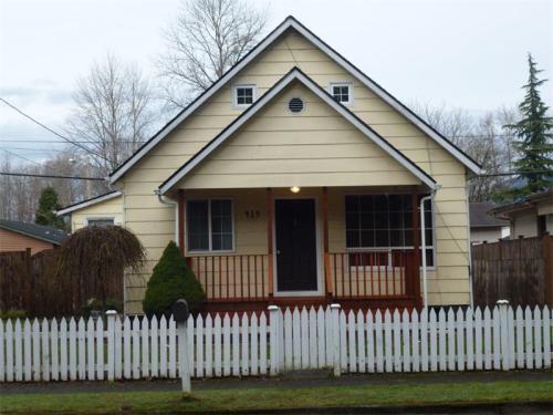 415 E Gilman Avenue Photo 1