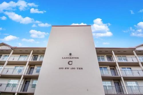100 SW 130th Terrace Photo 1