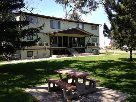 Almanor Apartments Photo 1