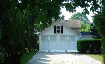 Elm Street Garage Cottage Photo 1