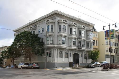 Centrally-Located, Updated Victorian One-Bedroo... Photo 1