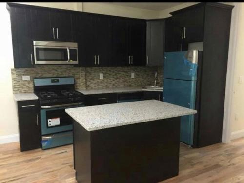 3 bed, $2,550 Photo 1