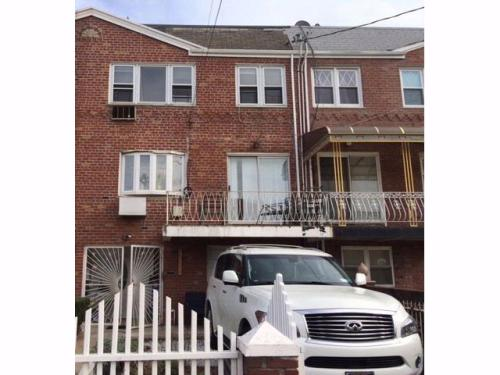 2 bed, $1,700 Photo 1