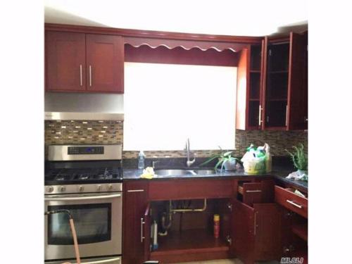 3 bed, $2,100 Photo 1