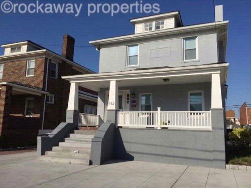 4 bed, $3,800 Photo 1