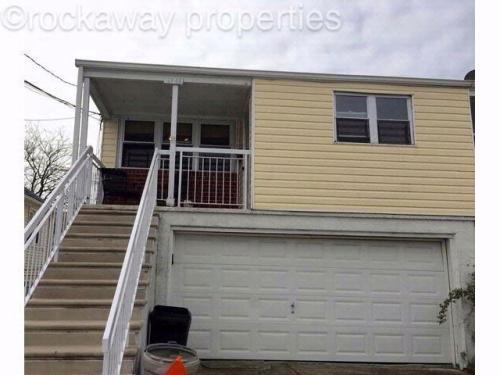3 bed, $2,000 Photo 1